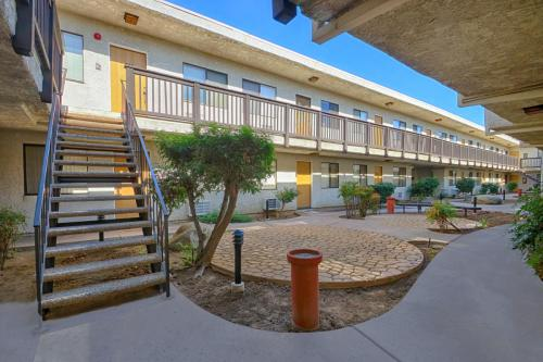 Tarzana Casa Apartment Homes Photo 1
