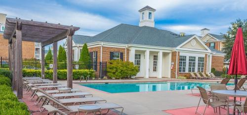 Centerville Manor Photo 1