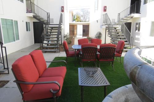 Van Dyke Apartments Photo 1