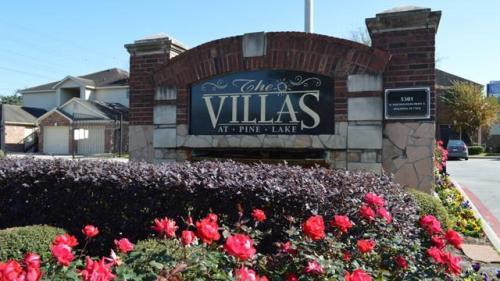 Villas at Pine Lake Photo 1
