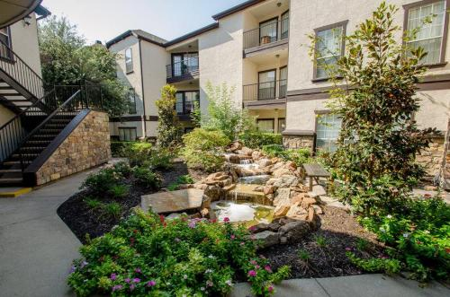 Vail Village Apartments Photo 1