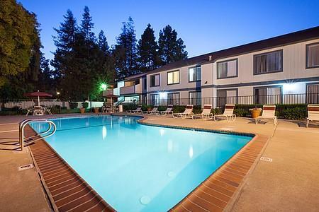 Oak Pointe Apartments Photo 1