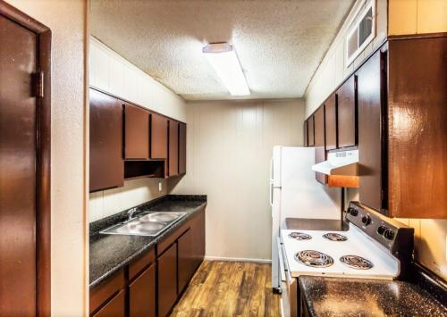 Village Square Apartments Photo 1