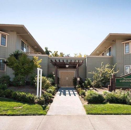Petaluma Apartments: 720 Petaluma Boulevard, Petaluma, CA 94952
