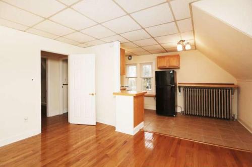 562 Leverington Avenue Photo 1
