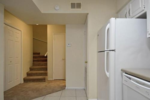 Wilshire Apartments Photo 1