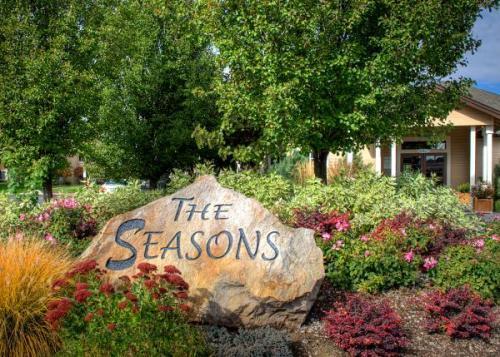 The Seasons Apartments Photo 1