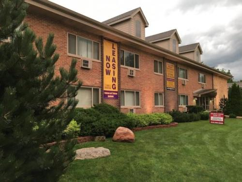 University Manor Photo 1