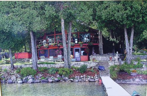 706 Lakeshore Drive Photo 1