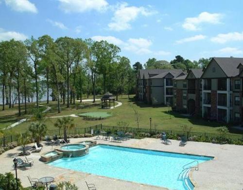 Lakeshore Villas Photo 1