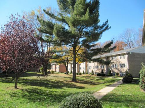 Hickory Hills Condominiums Photo 1