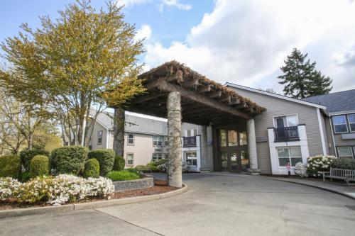 62+ Retirement Community: Madrona Park Photo 1