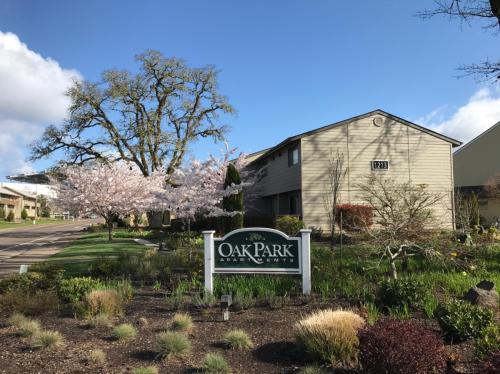 Oak Park Apartments Photo 1