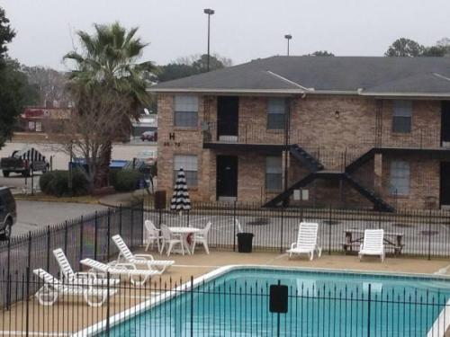 Rondo Apartments at 3993 Cottage Hill Road, Mobile, AL 36609 | HotPads