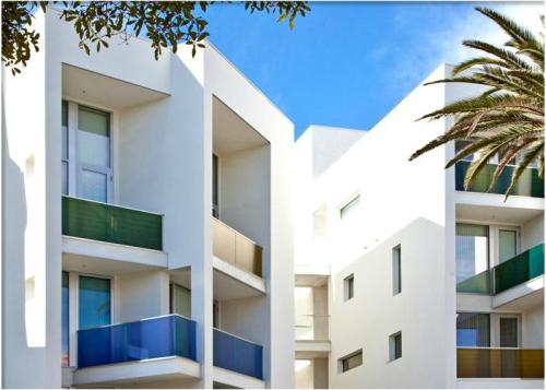 Living at Santa Monica - Genoa Photo 1