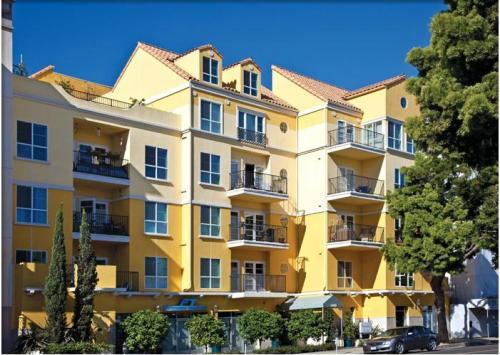 Living at Santa Monica - Portofino Photo 1