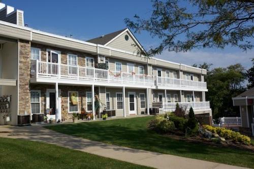 Fairfield Lakeside at Moriches Photo 1