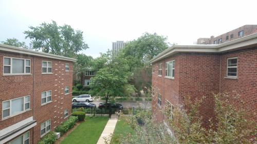 1140 W Northshore Avenue Photo 1