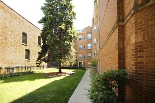 2243 W Eastwood Ave Photo 1