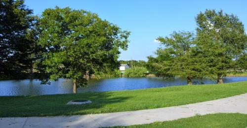 Lakeside Apartments Photo 1