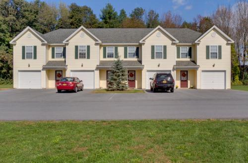 Deer Run Apartments and Townhomes Photo 1
