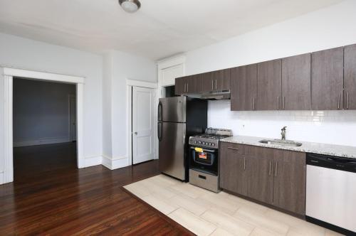 Pelham Court Apartment Home Photo 1