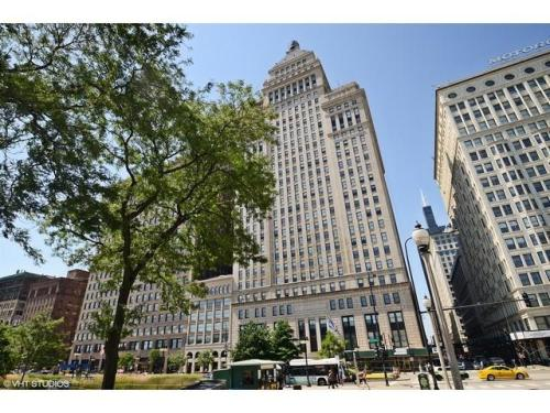 310 S Michigan Avenue Photo 1