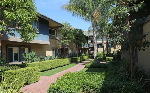 Avalon Townhome Apartments Photo 1