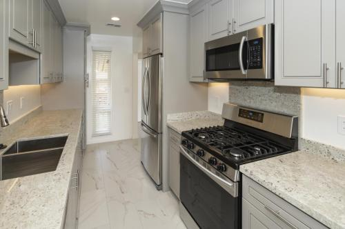 Harbor Point Waterfront Apartments Photo 1