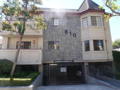 610 E Providencia Ave Photo 1