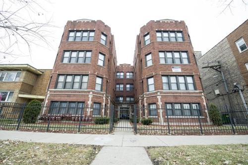 7914 S Hermitage Ave Photo 1