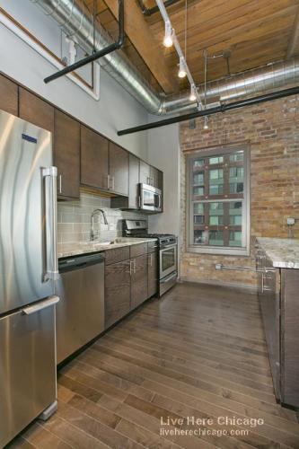 400 Block E Illinois Street #5103 Photo 1
