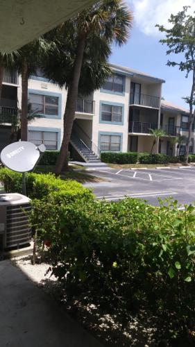 724 Executive Center Drive Photo 1