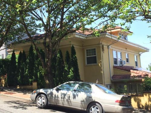 1433 SW Hall Street Photo 1