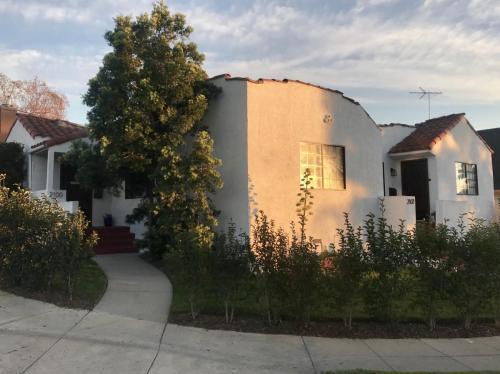 2100 S Harcourt Avenue Photo 1