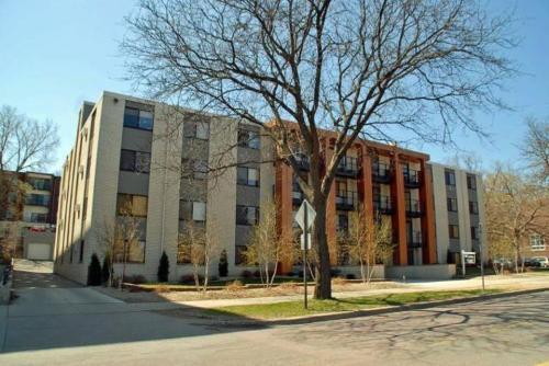 311 Kenwood Apartments Photo 1