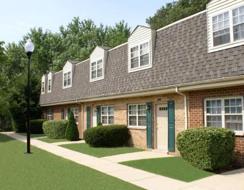 Somerset Woods Townhomes Photo 1