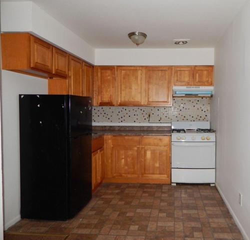 587 Allengrove Street #2ND FLOOR Photo 1