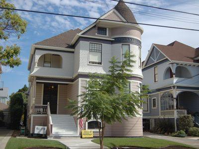 1833 Clinton Avenue Photo 1