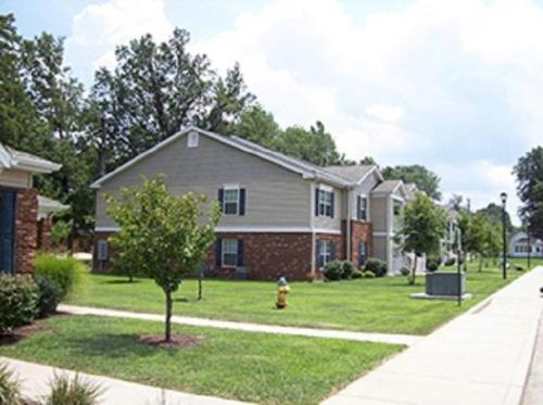 Hickory Ridge Apts. Photo 1