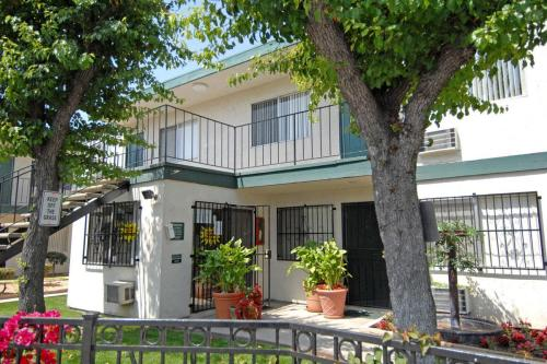 Kenwood Gardens Apartments Photo 1