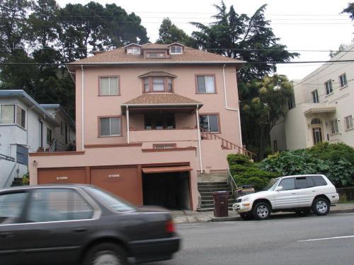 320 Oakland Avenue Photo 1