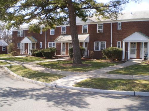 Maybrook Garden Photo 1
