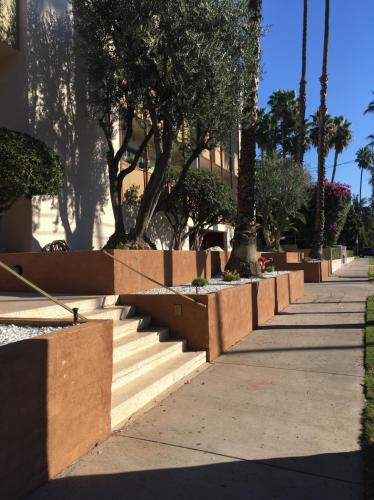 7367 Hollywood Boulevard Photo 1