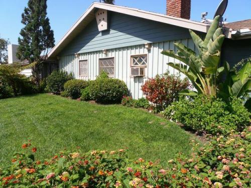 6707 Wilkinson Ave Photo 1