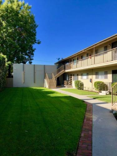 595 N Los Robles Avenue Photo 1