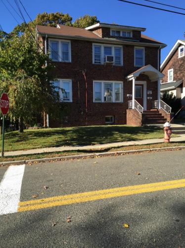 455 Davison Street Photo 1