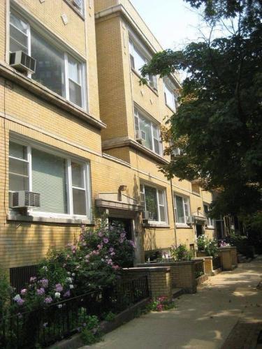 459 W Roslyn Place #1 Photo 1