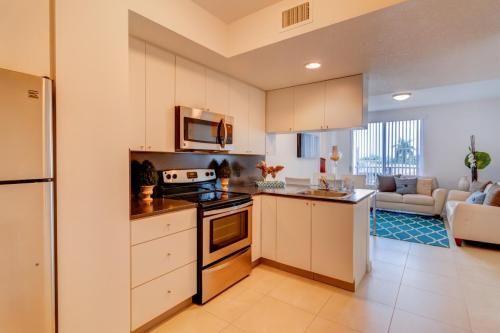 Miramar Apartments Photo 1