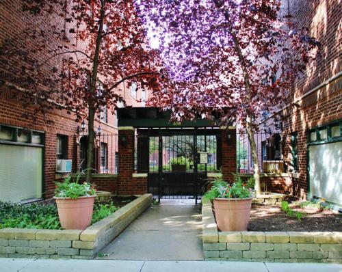 634 W Arlington Place Photo 1